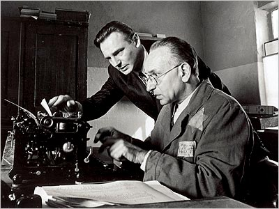 Liam Neeson and Ben Kingsley grapple with the challenge of summarising the plot of Schindler's List in just 27 words.